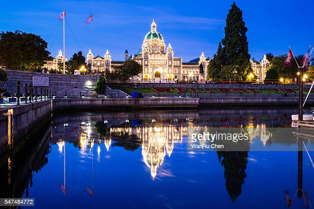 nightshot of the inner harbor and the parliament building - victoria canada stock pictures, royalty-free photos & images
