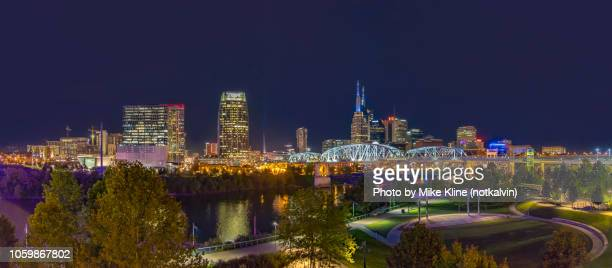 nighttime in nashville - nashville skyline stock pictures, royalty-free photos & images