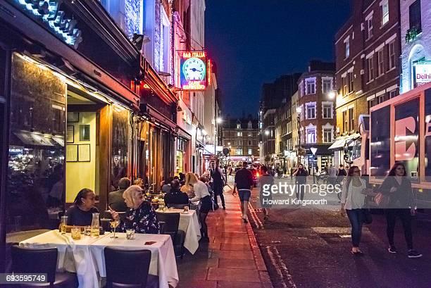 nighttime scene in frith st. soho - ロンドン ソーホー ストックフォトと画像