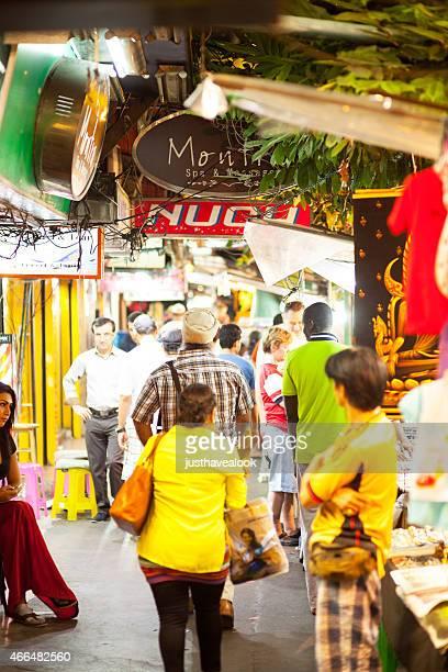 nightwalk en sukhumvit road - kathoey fotografías e imágenes de stock