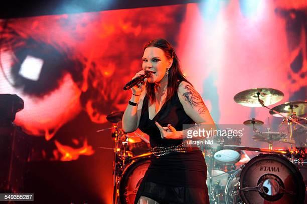 Nightwish die finnische SymphonicMetalBand mit Saengerin Anette Olzon bei einem Konzert in Hamburg o2 World Arena