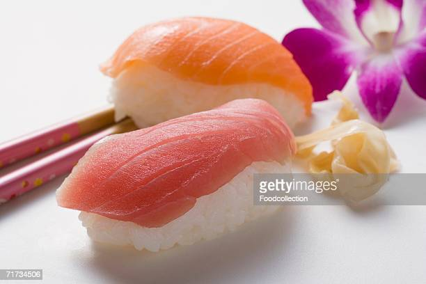 nigiri sushi with tuna and salmon and preserved ginger - pickled ginger stock pictures, royalty-free photos & images