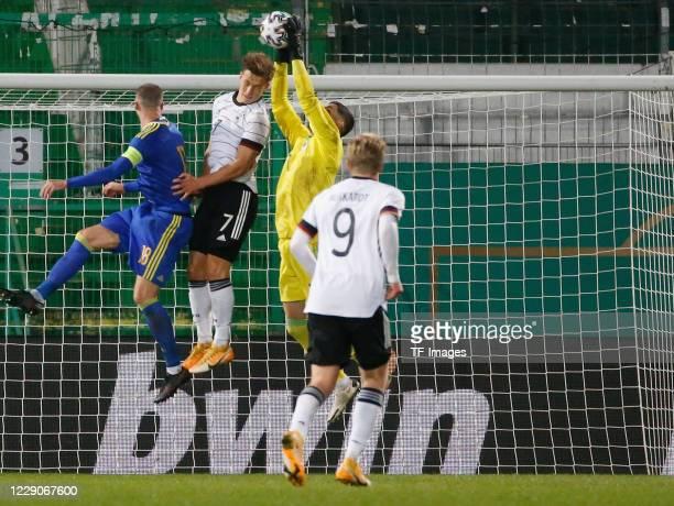 Nihad Mujakic of Bosnien-Herzegowina, Yannik Keitel of Germany, goalkeeper Vladan Kovacevic of Bosnien-Herzegowina and Jonathan Burkardt of Germany...