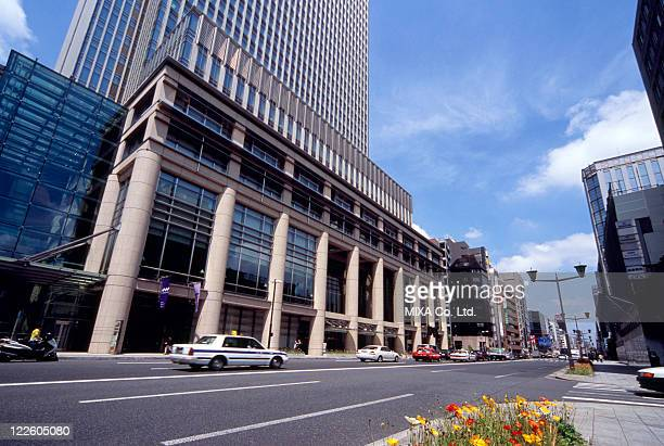 nihonbashi mitsui tower, tokyo, japan - chuo dori street stock photos and pictures