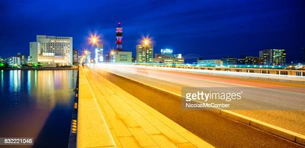 夕暮れの動線と新潟万代橋全景