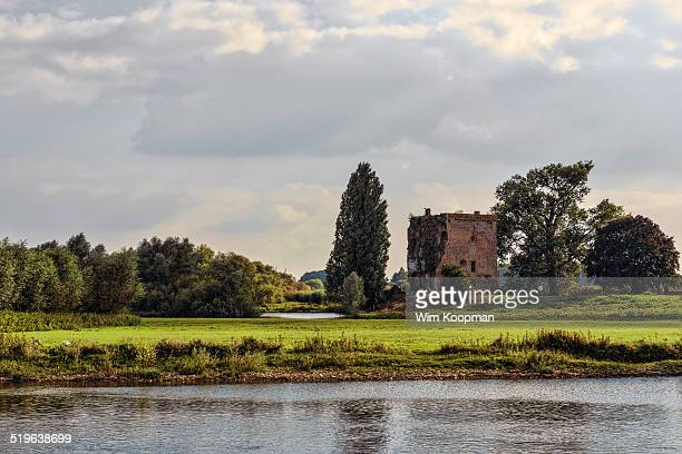 nijenbeek castle - a view from the river ijssel - gelderland stock pictures, royalty-free photos & images