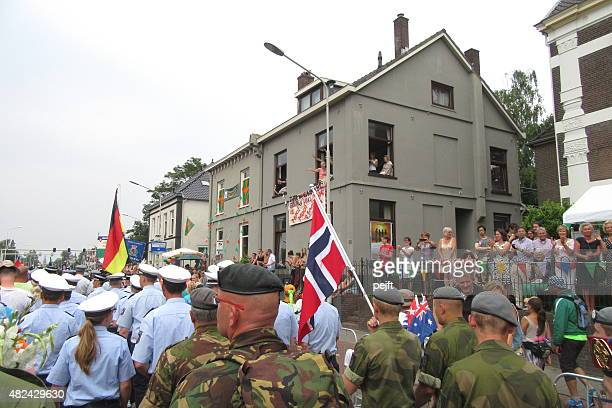 nijmegen four days marches de 4-daagse - pejft stock pictures, royalty-free photos & images