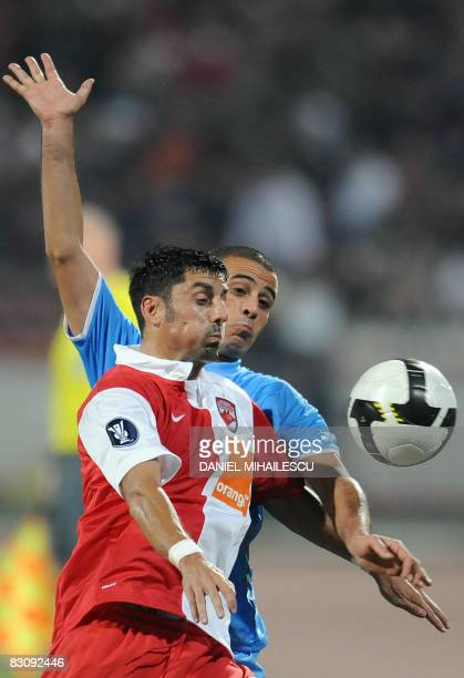 Nijmegen's Jusef El Akchaoul fights for the ball with Dinamo Bucharest's Ionel Danciulescu during their UEFA CUP first round, second leg football...