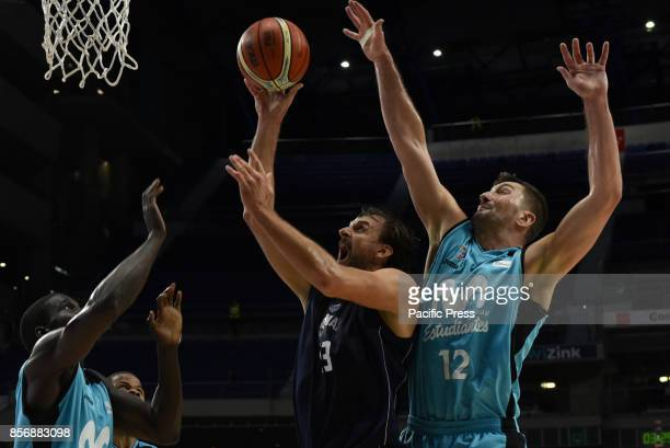 Nik CanerMeddley #22 of Estudiantes in action during the second game of Qualification Round for the basketball Champions league between Estudiantes...
