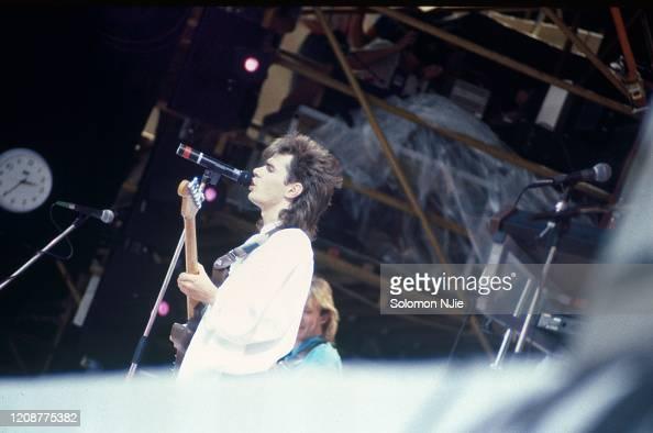 Pocos Polinizar Amante  Nik Kershaw, Live Aid, 13 July 1985 Wembley Stadium. Stage clock is... News  Photo - Getty Images