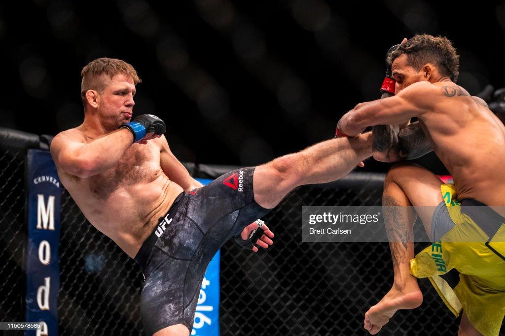 UFC Fight Night Dos Anjos v Lee : News Photo