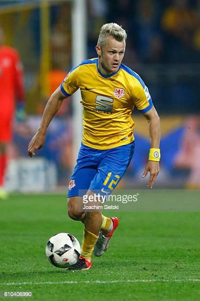 Nik Omladic of Braunschweig during the Second Bundesliga match between Eintracht Braunschweig and Fortuna Duesseldorf at Eintracht Stadion on...