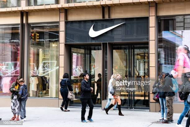 74 975 Nike Designer Label Photos And Premium High Res Pictures Getty Images