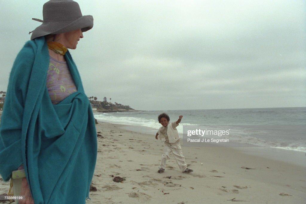 niki de saint phalle and her great grandson djamal at the beach at