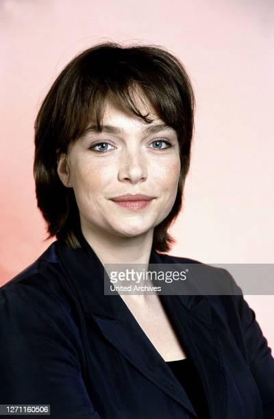 LEBENS / D 2001 / Niki Stein Anna Lenz wird bei einer Bombenexplosion in einem Parkhaus verschüttet Sie ist schwer verletzt und bis zur Rettung...