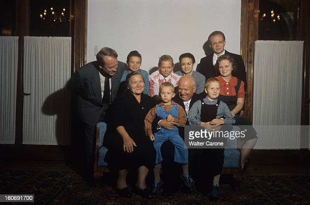 Nikita Khrushchev With His Wife Nina And Family URSS Ouspenskoie septembre 1959 Monsieur KHROUCHTCHEV pose en famille dans sa datcha Nikita et son...