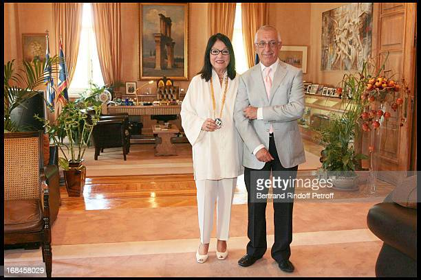 Nikitas Kalamanis Mayor of Athens and Nana Mouskouri during a ceremony awarding Nana Mouskouri with the Gold Medal of the city of Athens within Nana...