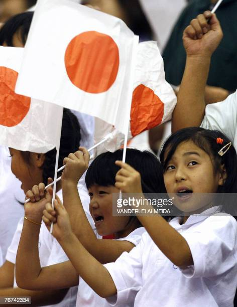 Nikkei children descendants from Japanese immigrants cheer members of Japan's team during the 25th World Judo Championship in Rio de Janeiro 13...