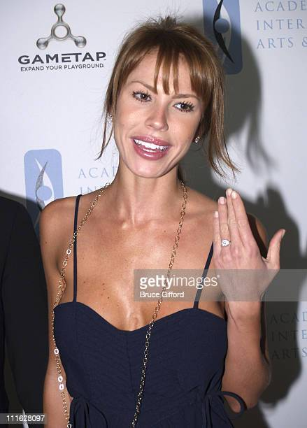 Nikki Cox Showing of Her New Engagement Ring from Jay Mohr That She Announced at this Event that She Had Just Received