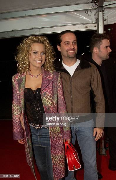 Nikki Juice Alias 'Rollergirl' Freund Manager Alex Christensen Bei Den 8 'Mtv Europe Music Awards 2001' In Frankfurt