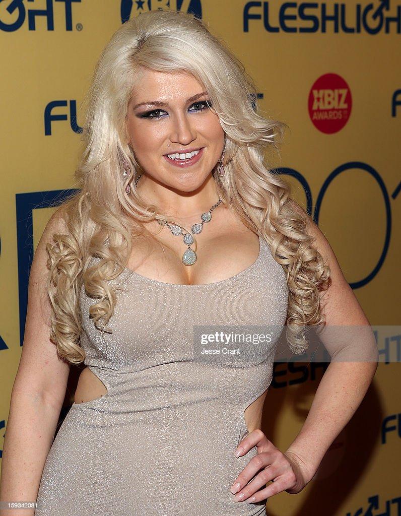Nikki Phoenix