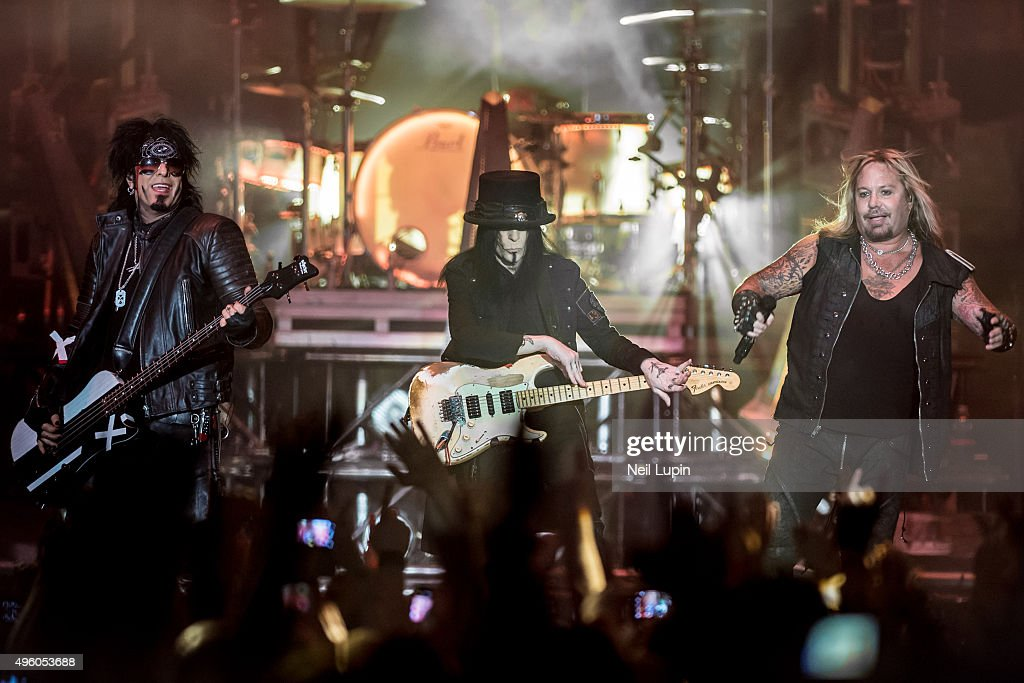 Motley Crue And Alice Cooper Perform At SSE Arena Wembley : News Photo