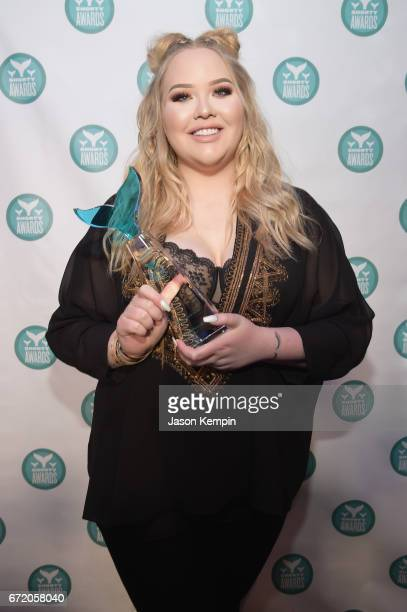 Nikkie de Jager of Nikki Tutorials poses backstage at the The 9th Annual Shorty Awards on April 23 2017 in New York City
