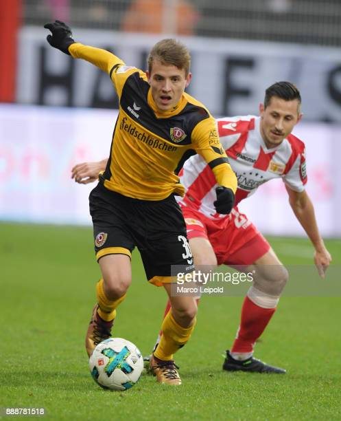 Niklas Hauptmann of SG Dynamo Dresden and Steven Skrzybski of 1 FC Union Berlin during the game between Union Berlin and Dynamo Dresden at Stadion An...
