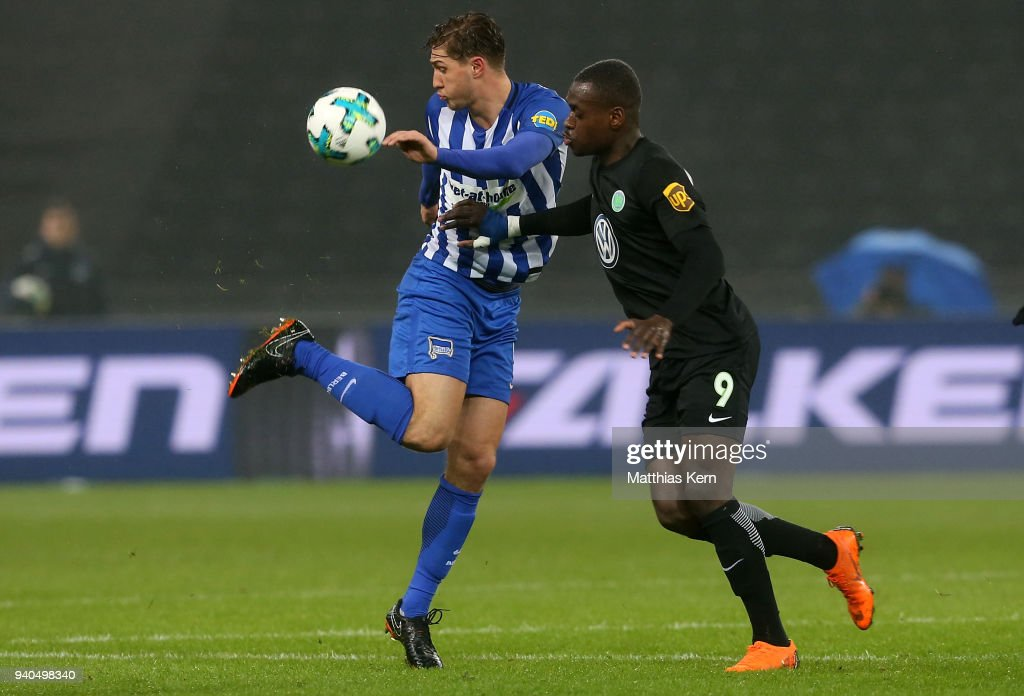 Niklas Stark (L) of Berlin battles for the ball with Nany Landry Dimata of Wolfsburg during the Bundesliga match between Hertha BSC and VFL Wolfsburg at Olympiastadion on March 31, 2018 in Berlin, Germany.
