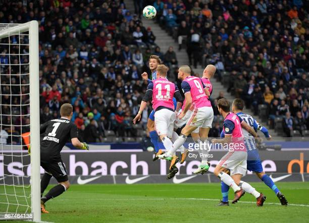 Niklas Stark of Hertha BSC heads the goal to 10 during the game between Hertha BSC and Hamburger SV on October 28 2017 in Berlin Germany