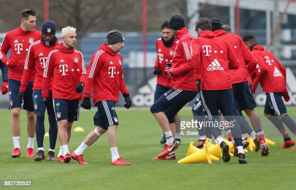 Niklas Suele David Alaba Rafinha Franck Ribery Mats Hummels and teammates of FC Bayern Muenchen warm up during a training session at the club's...