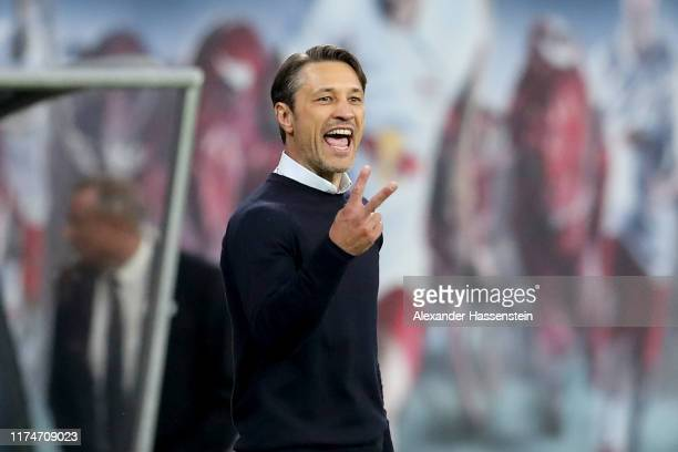 Niko Kovac head coach of Bayern Muenchen gives instructions during the Bundesliga match between RB Leipzig and FC Bayern Muenchen at Red Bull Arena...