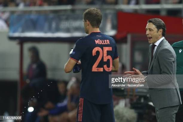 Niko Kovac, head coach of FC Bayern München talks to his player Thomas Müller during the UEFA Champions League group B match between Olympiacos FC...