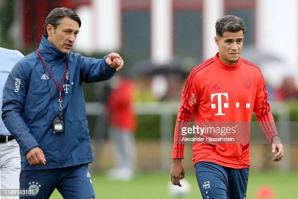 Niko Kovac, head coach of FC Bayern Muenchen reacts to his player Philippe Coutinho during a training session at FC Bayern training ground Saebener...