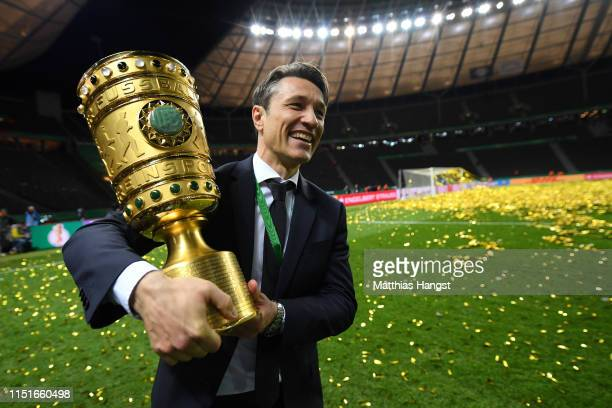 Niko Kovac Manager of Bayern Munich celebrates with the DFB Pokal following his team's victory in the DFB Cup final between RB Leipzig and Bayern...