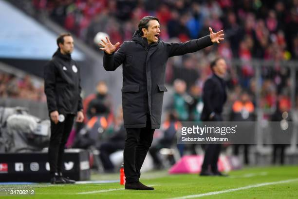 Niko Kovac Manager of Bayern Munich gives his team instructions during the Bundesliga match between FC Bayern Muenchen and VfL Wolfsburg at Allianz...