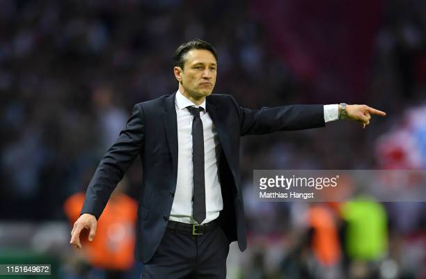 Niko Kovac Manager of Bayern Munich gives his team instructions during the DFB Cup final between RB Leipzig and Bayern Muenchen at Olympiastadion on...