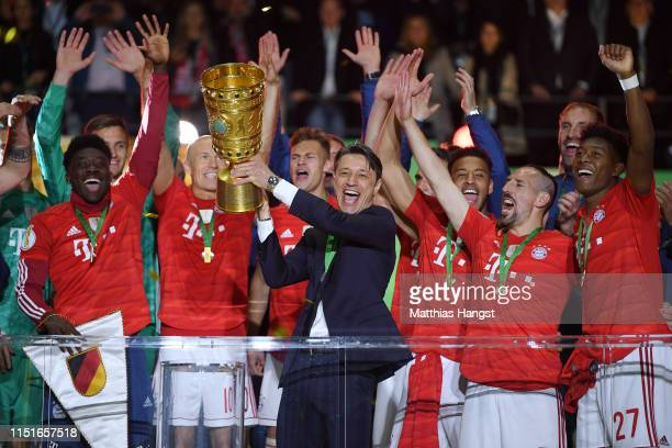 Niko Kovac Manager of Bayern Munich lifts the trophy in celebration after the DFB Cup final between RB Leipzig and Bayern Muenchen at Olympiastadion...