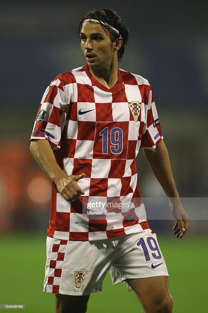 Fascinar sufrimiento libro de bolsillo  Niko Kranjcar of Croatia during the EURO 2012 Qualifying Group F... News  Photo - Getty Images