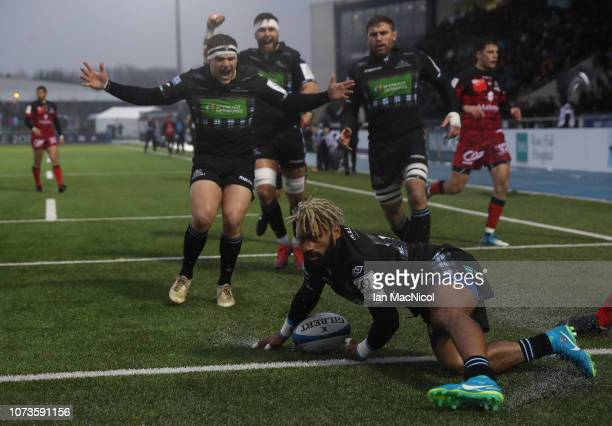 Niko Matawalu of Glasgow Warriors scores his side's first try during the Champions Cup match between Glasgow Warriors and Lyon Olympique...