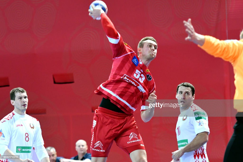 Nikola Bilyk (C) of Austria shoots to score during the preliminary round group B match of the Men's 2018 EHF European Handball Championship between Belarus and Austria in Porec, Croatia on January 12, 2018. /