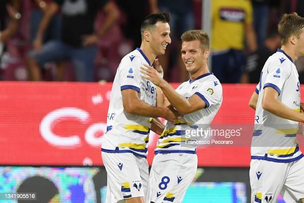 Nikola Kalinic and Darko Lazovic of Hellas Verona FC celebrate the 0-2 goal scored by Nikola Kalinic during the Serie A match between US Salernitana...