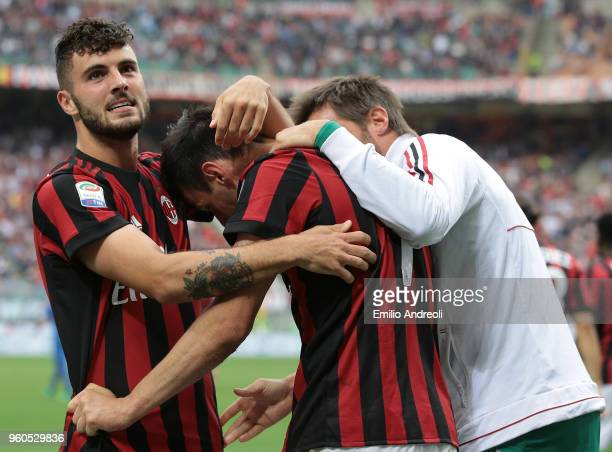 Nikola Kalinic of AC Milan celebrates his goal with his teammate Patrick Cutrone during the serie A match between AC Milan and ACF Fiorentina at...
