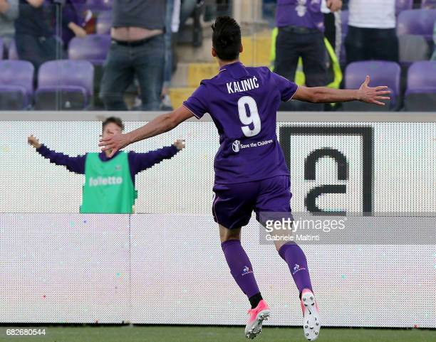 Nikola Kalinic of ACF Fiorentina celebrates after scoring a goal during the Serie A match between ACF Fiorentina and SS Lazio at Stadio Artemio...