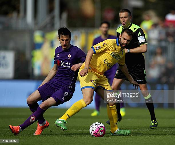 Nikola Kalinic of ACF Fiorentina competes for the ball with Paolo Sammarco of Frosinone Calcio during the Serie A match between Frosinone Calcio and...