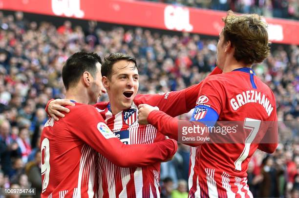 Nikola Kalinic of Atletico Madrid celebrates after scoring his team's first goal with his team mates during the La Liga match between Club Atletico...