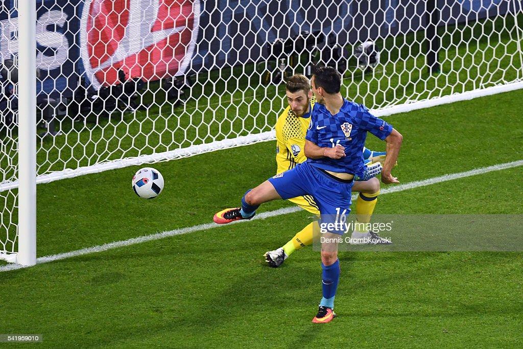 Nikola Kalinic Of Croatia Scores His Team S First Goal Past David De News Photo Getty Images