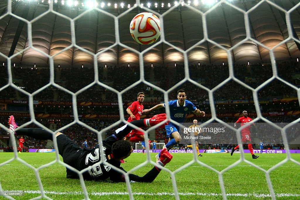 Nikola Kalinic of Dnipro scores the opening goal during the UEFA Europa League Final match between FC Dnipro Dnipropetrovsk and FC Sevilla on May 27, 2015 in Warsaw, Poland.