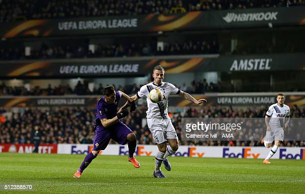 Nikola Kalinic of Fiorentina and Toby Alderweireld of Tottenham Hotspur during the UEFA Europa League match between Tottenham Hotspur and Fiorentina...