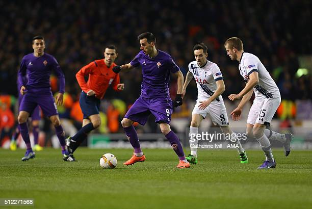 Nikola Kalinic of Fiorentina in action with Ryan Mason and Eric Dier of Tottenham Hotspur during the UEFA Europa League match between Tottenham...